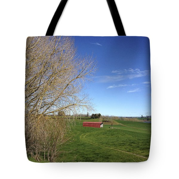 Red Barn Tote Bag by Les Cunliffe