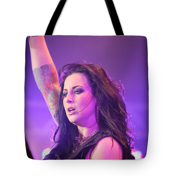 Saying Goodnight To Her Fans Tote Bag by Shoal Hollingsworth