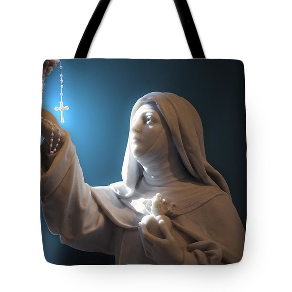 Statue 22 Tote Bag by Thomas Woolworth