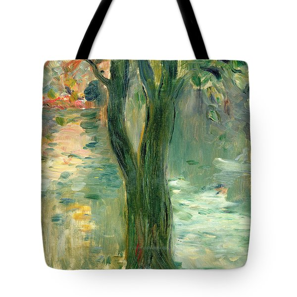 Sunset Over The Lake Bois De Boulogne Tote Bag by Berthe Morisot