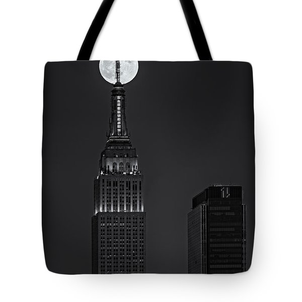 Super Moon In An Empire State Of Mind BW Tote Bag by Susan Candelario