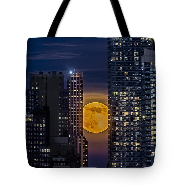 Super Moon Rises Over The Big Apple Tote Bag by Susan Candelario