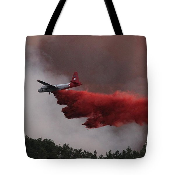 Tote Bag featuring the photograph Tanker 07 Drops On The Myrtle Fire by Bill Gabbert