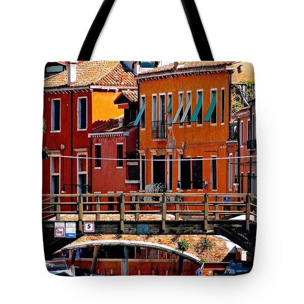 The Painters Eye In Venice Tote Bag by Ira Shander