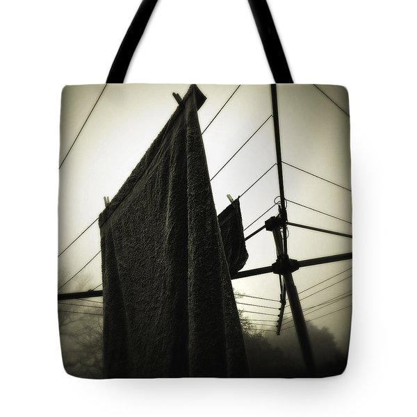 Towels  Tote Bag by Les Cunliffe