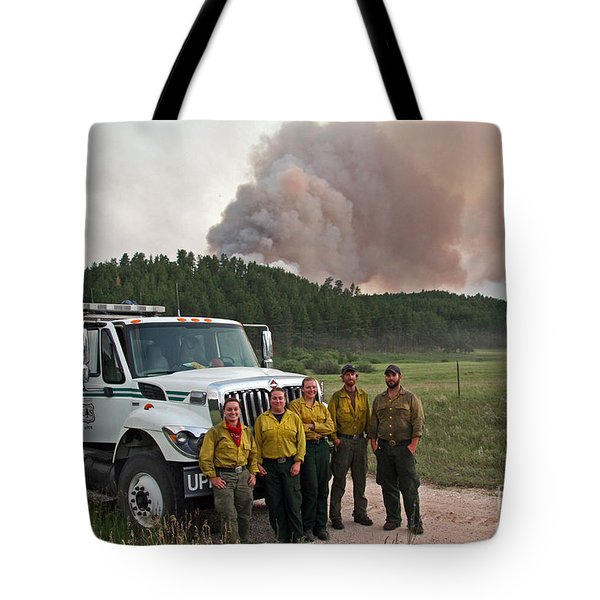Tote Bag featuring the photograph Umpqua Engine 25 On Myrtle Fire by Bill Gabbert
