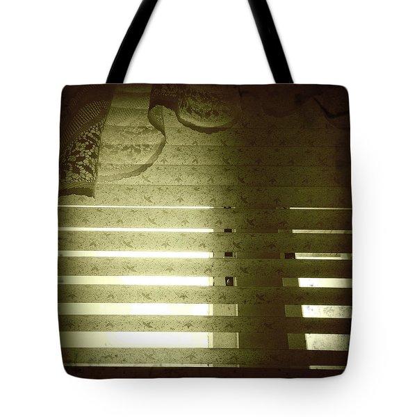 Venetian Blinds Tote Bag by Les Cunliffe