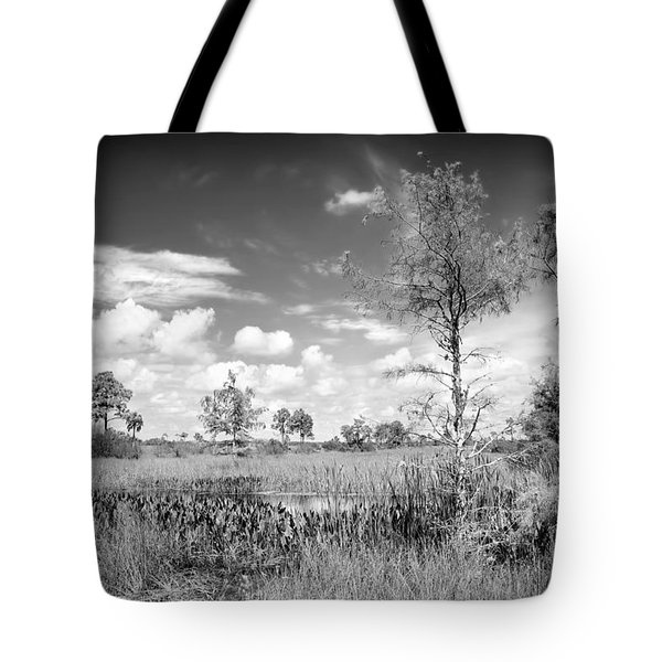 Wagon Wheel Road Bw Tote Bag by Rudy Umans