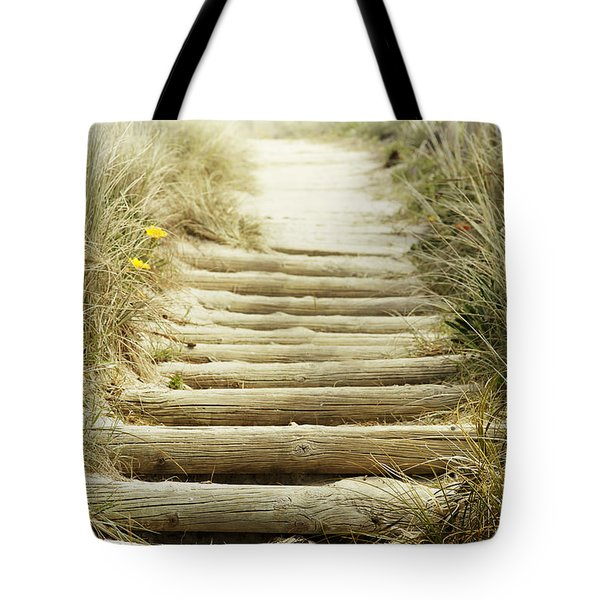 Walkway To Beach Tote Bag by Les Cunliffe