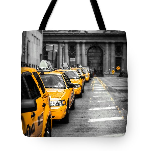 Yellow Cabs Waiting - Grand Central Terminal - Bw O Tote Bag by Hannes Cmarits