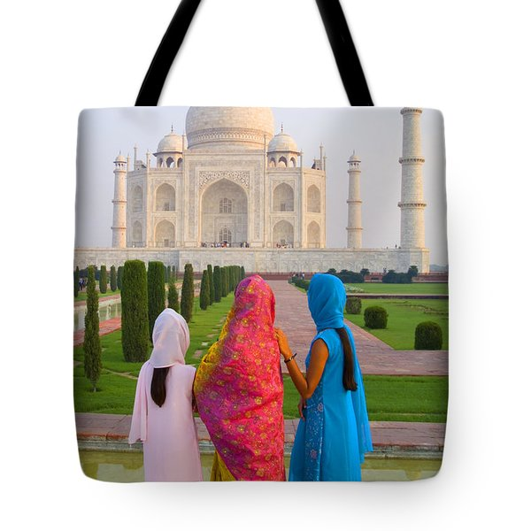 Hindu women at the Taj Mahal Tote Bag by Bill Bachmann - Printscapes