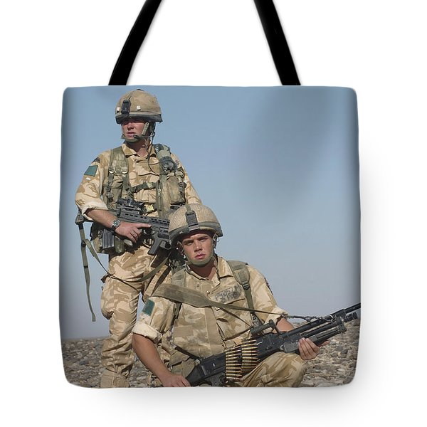 Members Of The British Army On Foot Tote Bag by Andrew Chittock