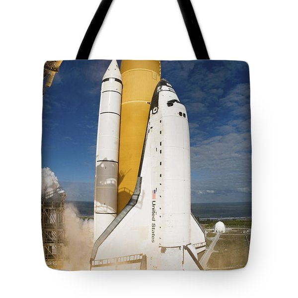 Space Shuttle Atlantis Lifts Tote Bag by Stocktrek Images