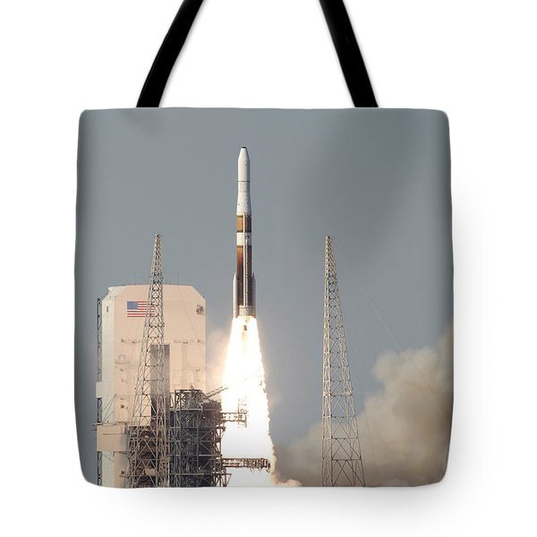 A Delta Iv Rocket Lfits Tote Bag by Stocktrek Images