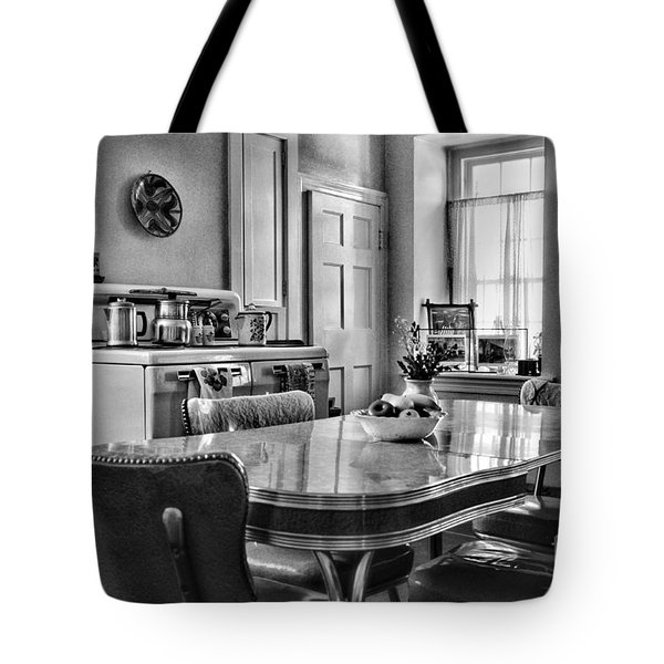 Americana - 1950 Kitchen - 1950s - Retro Kitchen Black And White Tote Bag by Paul Ward