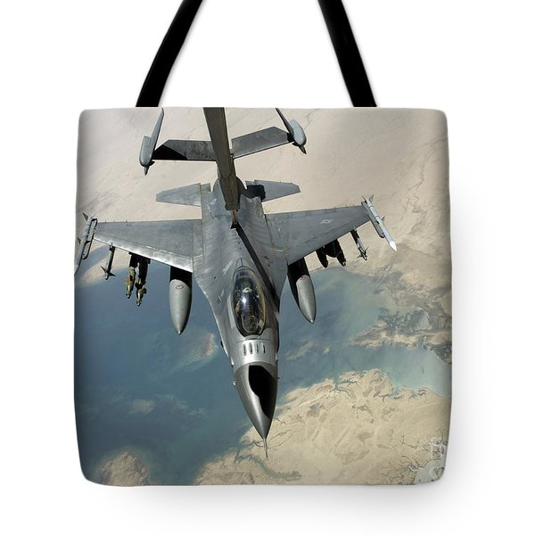 An F-16 Fighting Falcon Refuels Tote Bag by Stocktrek Images