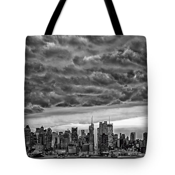 Angry Skies Over Nyc Tote Bag by Susan Candelario