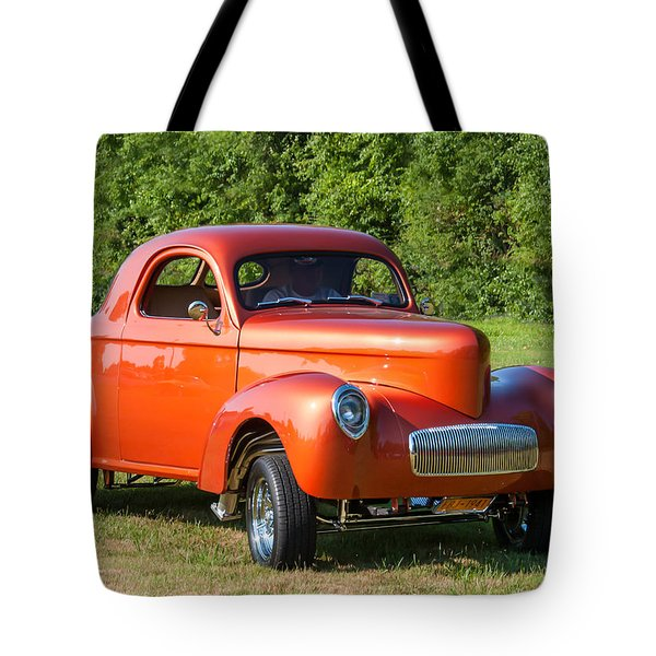 Arriving Tote Bag by Guy Whiteley