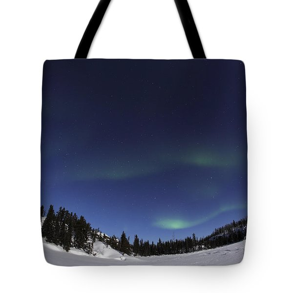 Aurora Over Vee Lake, Yellowknife Tote Bag by Yuichi Takasaka