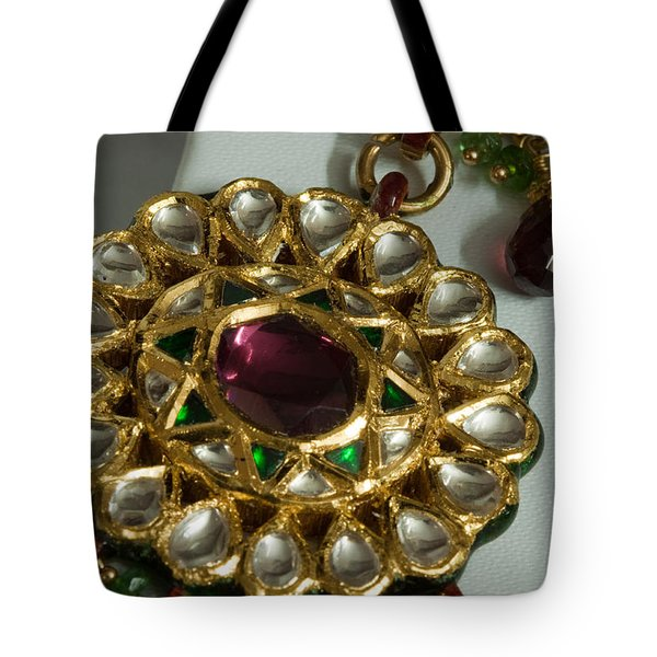 Close Up Of The Gold And Diamond Setting Of A Large Necklace Tote Bag by Ashish Agarwal