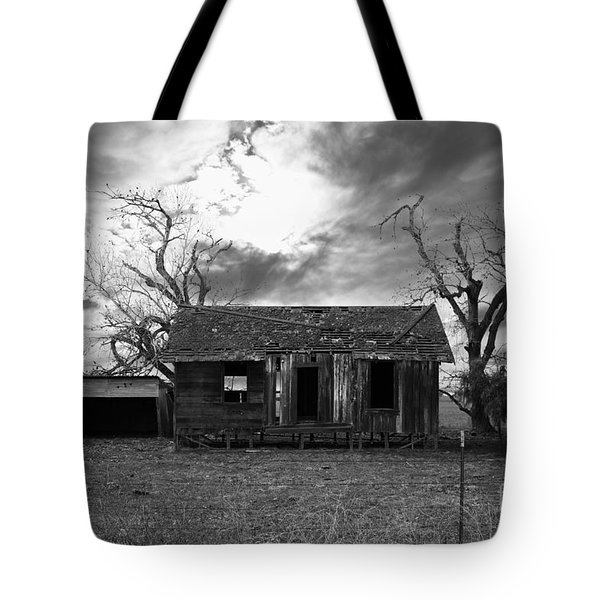 Dilapidated Old Farm House . 7d10341 . Black And White Tote Bag by Wingsdomain Art and Photography