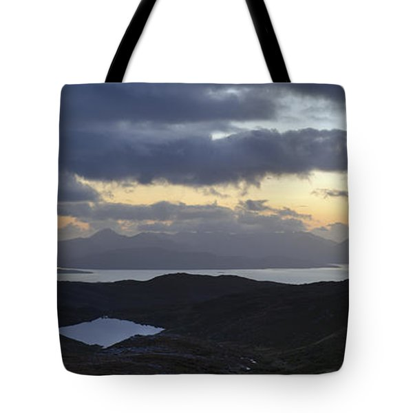 Dusk Panorama Of Skye Tote Bag by Gary Eason