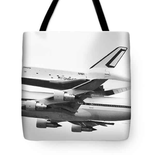 Enterprise Shuttle Nyc -black And White  Tote Bag by Regina Geoghan