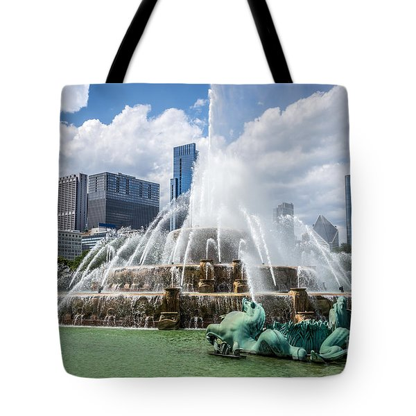 Hdr Picture Of Buckingham Fountain And Chicago Skyline Tote Bag by Paul Velgos