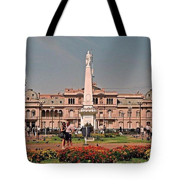 La Casa Rosada ... Tote Bag by Juergen Weiss