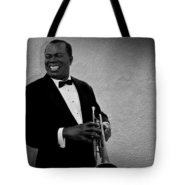 Louis Armstrong Bw Tote Bag by David Dehner