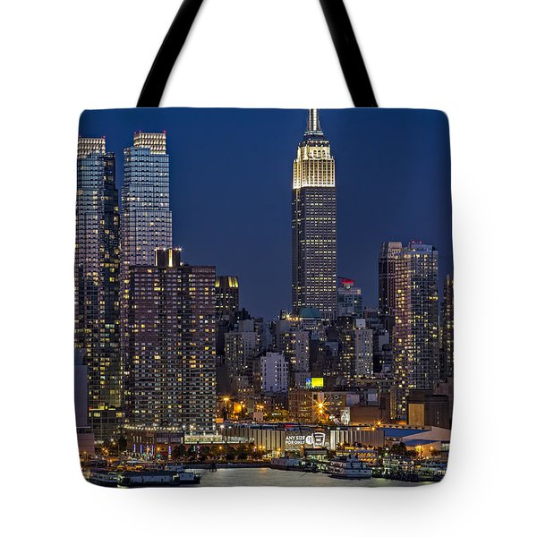 Moonrise Along The Empire State Building Tote Bag by Susan Candelario