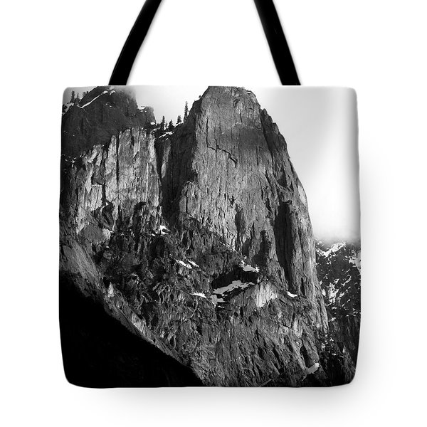Mountains of Yosemite . 7D6167 . Vertical Cut . Black and White Tote Bag by Wingsdomain Art and Photography
