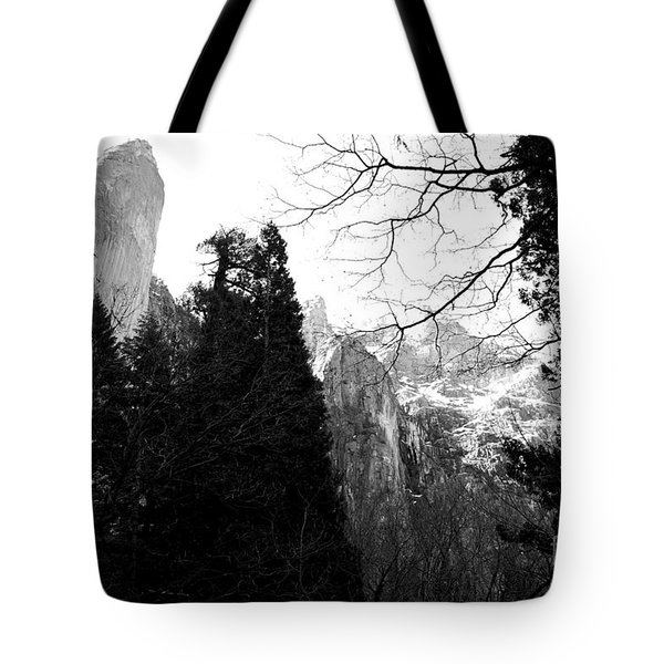 Mountains of Yosemite . 7D6213 . Black and White Tote Bag by Wingsdomain Art and Photography