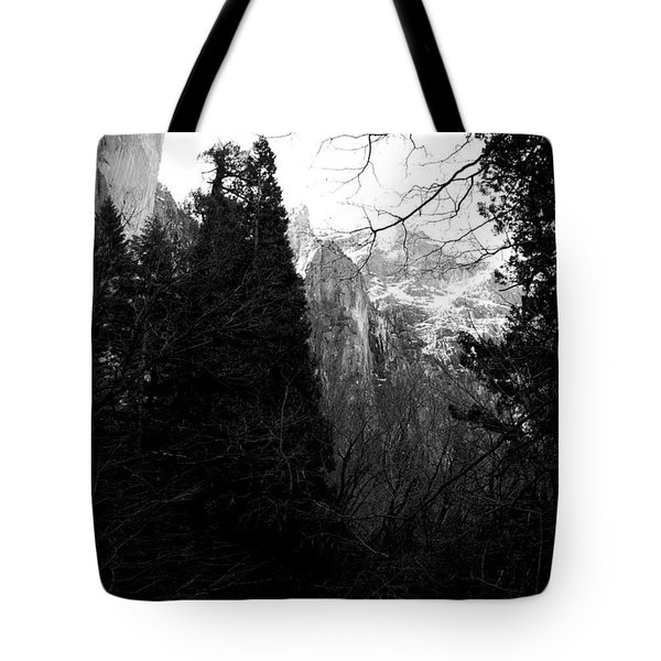 Mountains of Yosemite . 7D6214 . Black and White Tote Bag by Wingsdomain Art and Photography