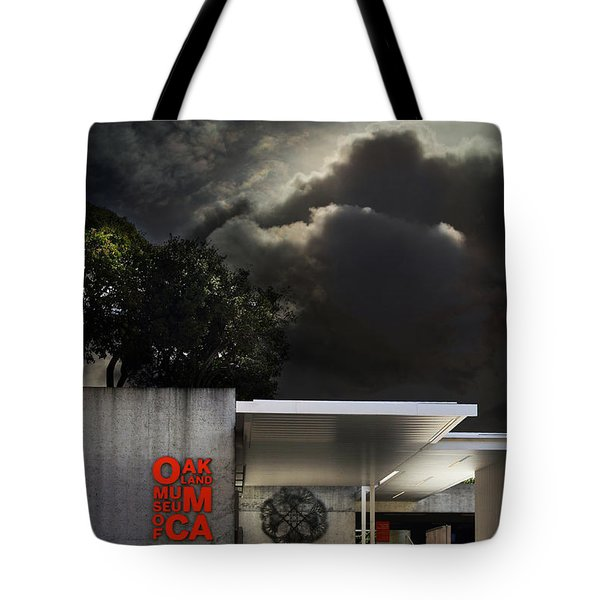 Oakland Museum of California . 7D13039 Tote Bag by Wingsdomain Art and Photography