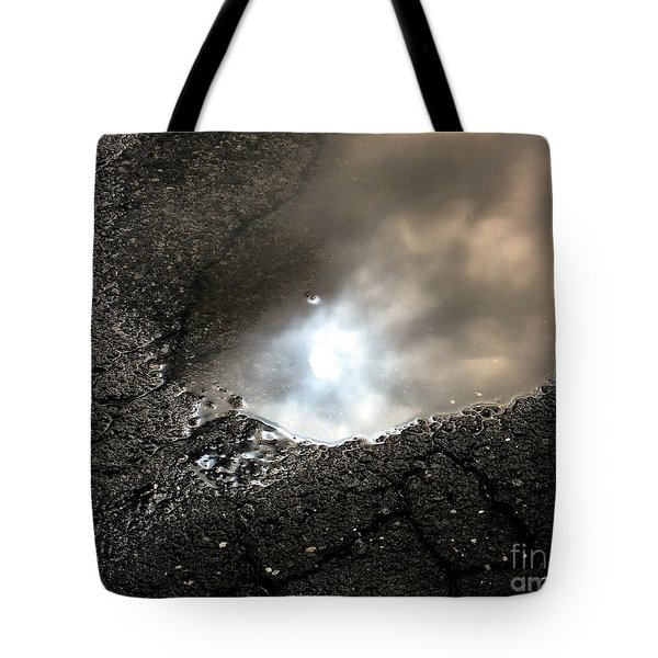 Puddle Art 7 Tote Bag by Dale   Ford