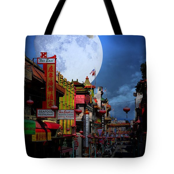 The Great White Egret of Chinatown . 7D7172 Tote Bag by Wingsdomain Art and Photography