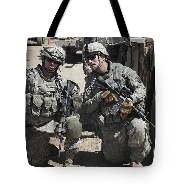 U.s. Soldiers Coordinate Security Tote Bag by Stocktrek Images
