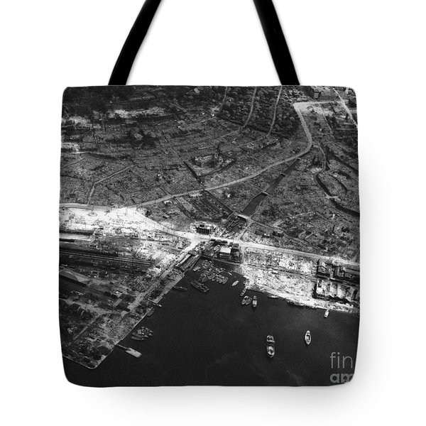 Nagasaki, 1945 Tote Bag by Photo Researchers