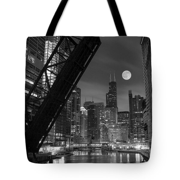 Chicago Pride Of Illinois Tote Bag by Frozen in Time Fine Art Photography