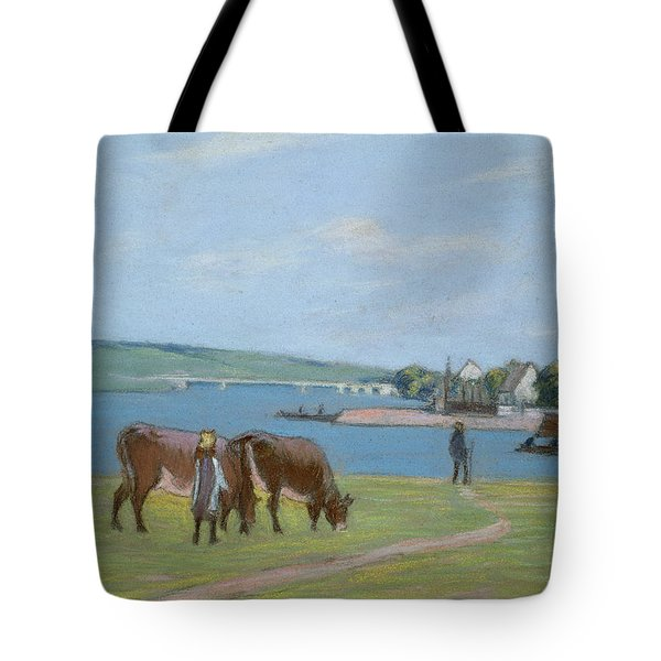 Cows On The Banks Of The Seine At Saint Mammes Tote Bag by Alfred Sisley