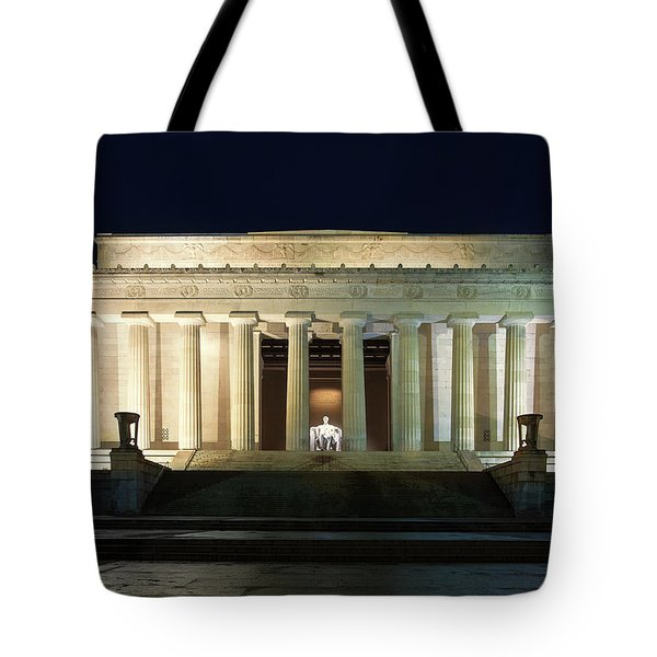 Lincoln Memorial At Twilight Tote Bag by Andrew Soundarajan