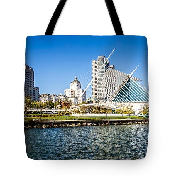 Milwaukee Skyline Photo With Milwaukee Art Museum Tote Bag by Paul Velgos