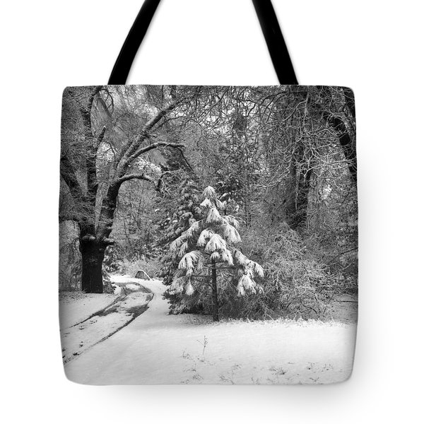 Yosemite Valley Winter Trail Tote Bag by Underwood Archives