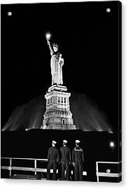 Statue Of Liberty On V-e Day Acrylic Print by Underwood Archives