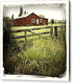 Barn In Field Acrylic Print by Les Cunliffe