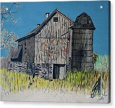 Old Barn Acrylic Print by Linda Simon