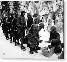 U.s. Infantrymen At Field Mess Acrylic Print by Everett