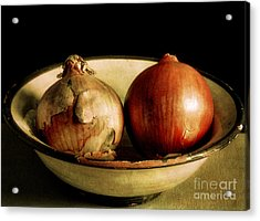 Onion's In A Bowl Acrylic Print by Robert Brown
