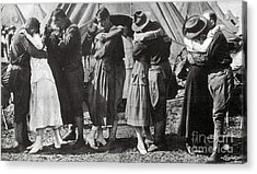 Wwi, Doughboys Kiss Sweethearts Goodbye Acrylic Print by Science Source
